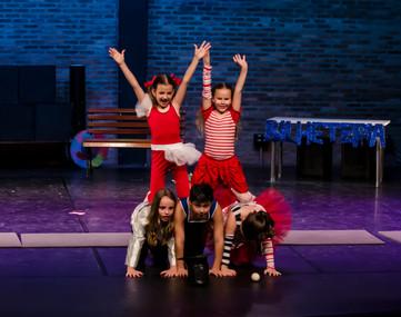 Pose final. Artes circenses. Kids