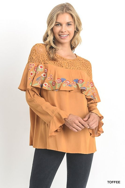 1590 lace embroidery top