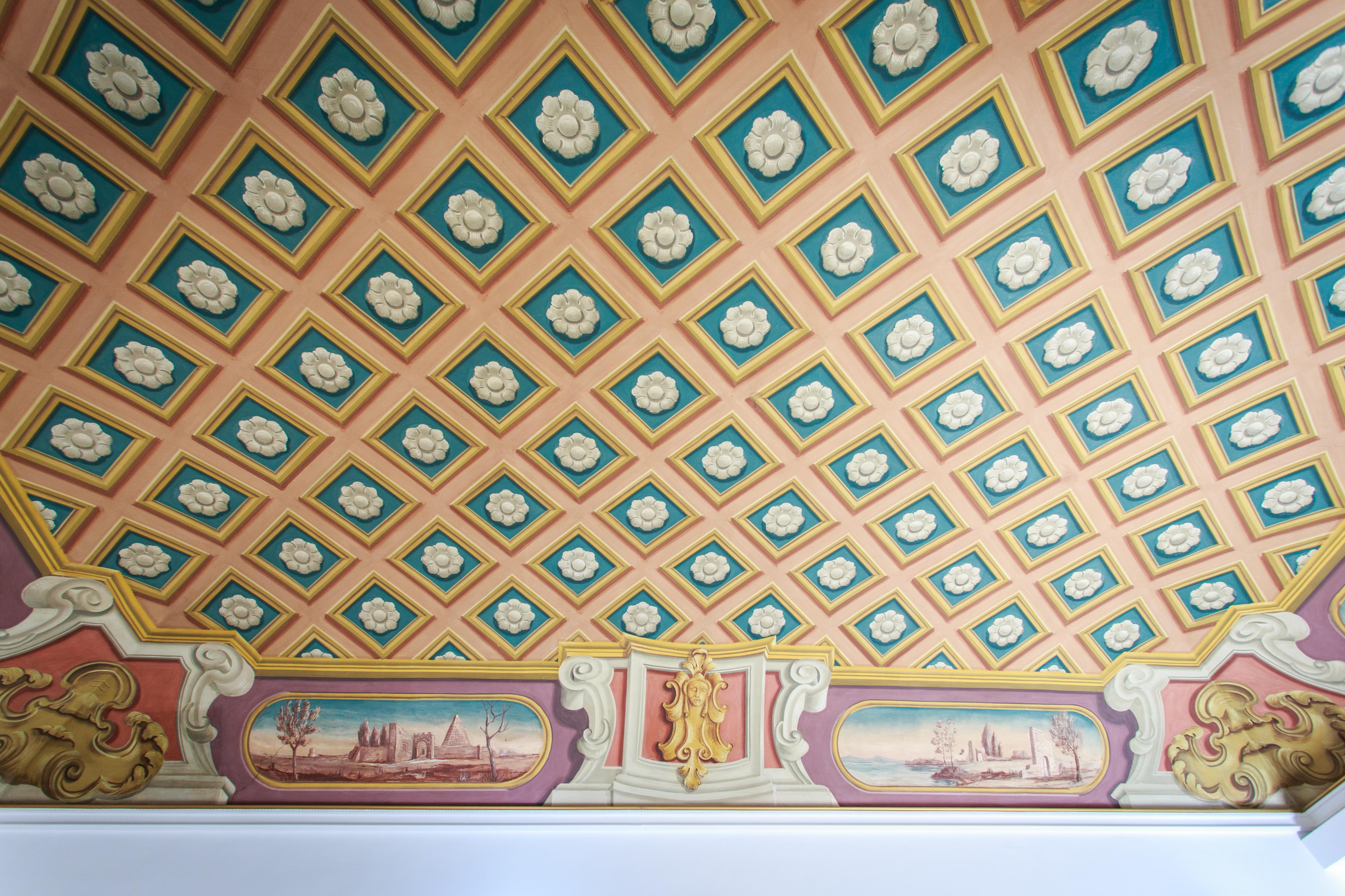 Particolare soffitto affrescato