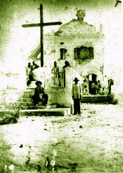 Povo da Cidade Comemorando a Canonização