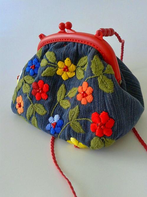 Bolsa bordada á mão
