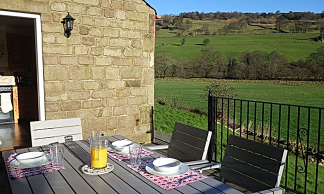 2 bedroom Dales holiday cottage Pateley Bridge patio