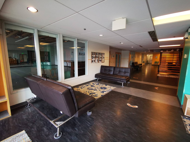 Large observation windows for all studios