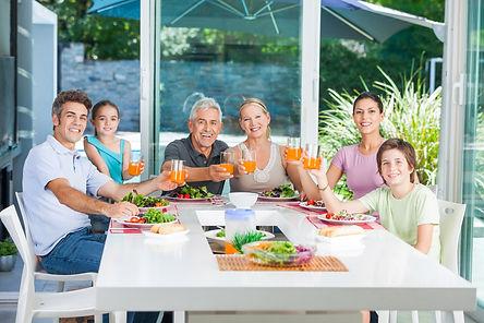 ארוחה משפחתית.jpg
