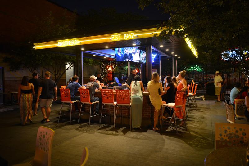 Colmbus - Outside Bar