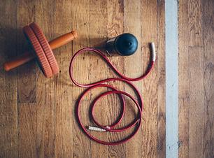 Fitness Utrustning ett trägolv