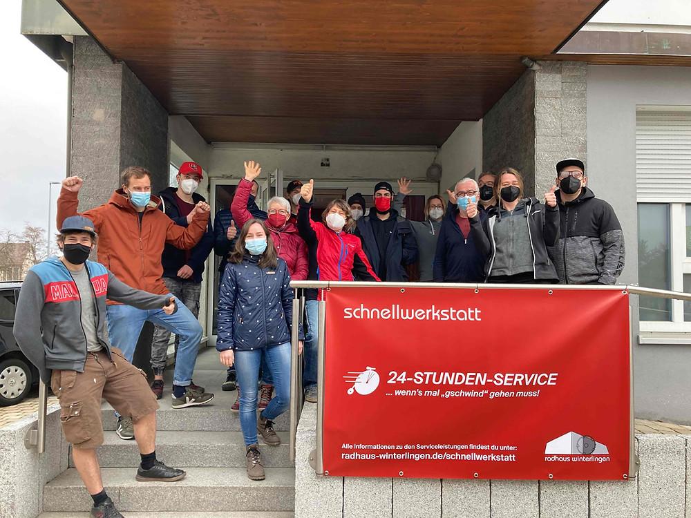 Das Team rund um das Radhaus Winterlingen Anfang März bei der Eröffnung der Schnellwerkstatt.