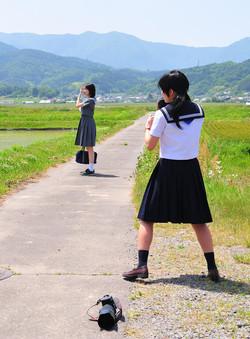 夏子 (右) Natsuko (on the right)