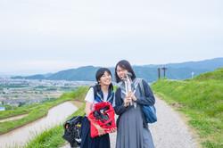 夏子 (左) Natsuko (on the left)