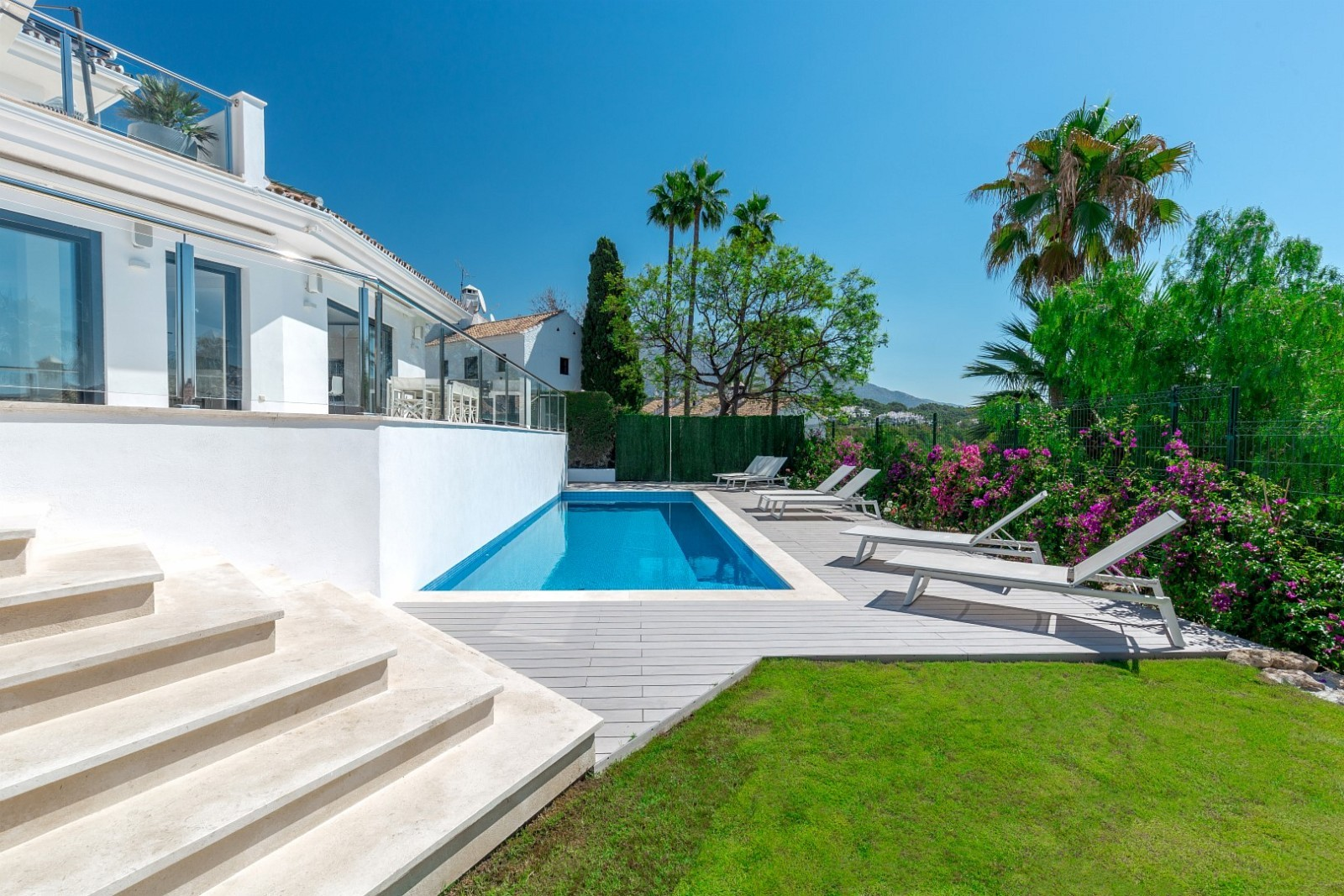 6 Bedroom Villa Nueva Andalucía