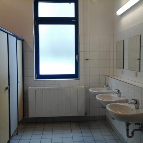 getrennte WC und Duschen