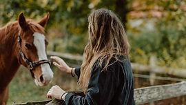 Esin Demir Uplifers thetahealing Mutluluk için onu görebilen gözler gerekir: Mutluluğu uzaklarda arıyor olabilir miyiz