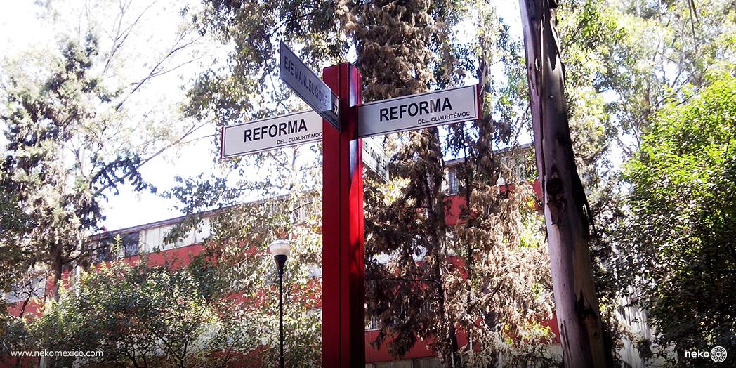 Poste_de_señalizacion_Toluca_2