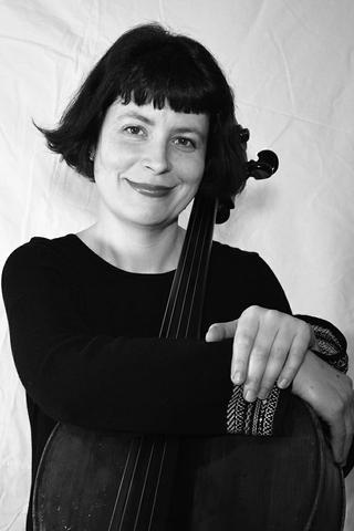 Gabriela Tews, violoncellos 1-2
