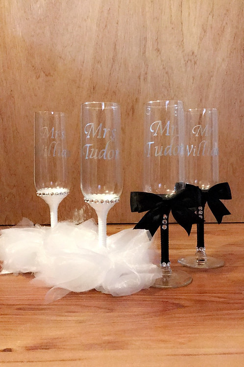 Mr & Mrs Wedding Champagne Flutes