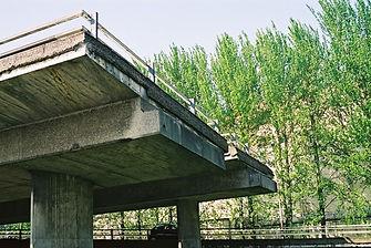 Kingston Bridge - Unused slip road to south flank of Inner Ring Road (2003)