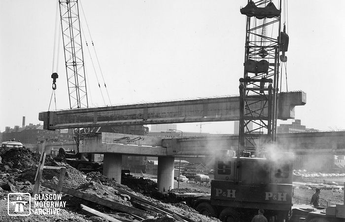 M8 motorway - Woodside Section - Lifting of concrete beams (Spring 1970).