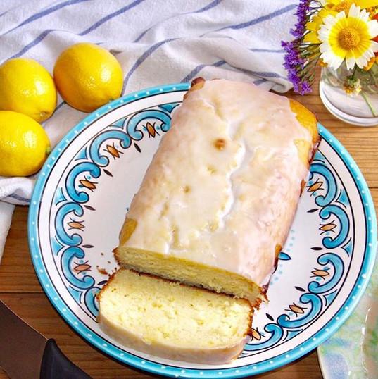 Homemade lemon cake for a sunny day like