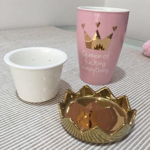 Teetasse mit Sieb und Krone 'Queen of Fucking Everything'