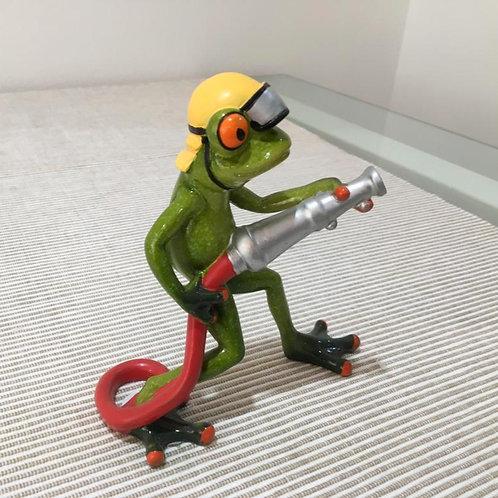 Frosch Feuerwehr mit Schlauch