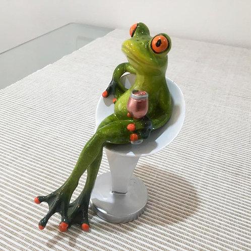 Frosch mit Weinglas