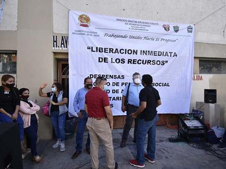 Agremiados a la sección XXVIII del SUSPEG, cierran accesos del ayuntamiento de Chilpancingo