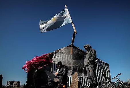 El coronavirus gana fuerza en Argentina mientras un ex presidente pronostica un golpe de Estado