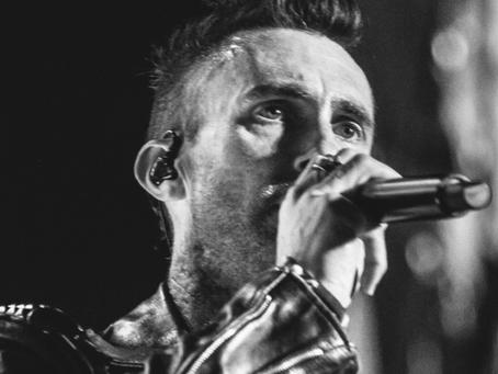 No Rio, Maroon 5 faz show vibrante repleto de hits para 30 mil pessoas