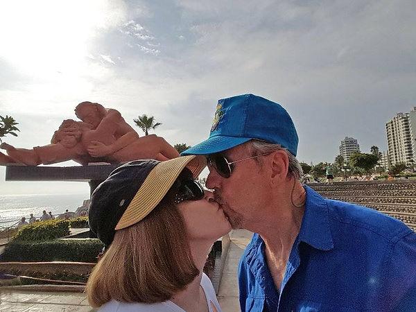 minters kissing.jpg