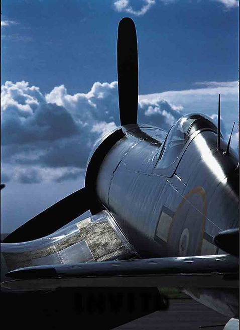 Corsair F4U - The Bent-Wing Bird Site