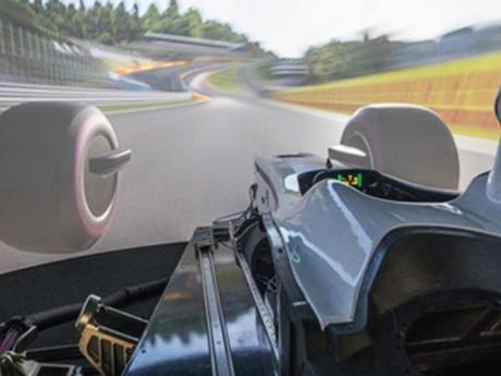 Robert Kubica, pilota del team F1 Alfa Romeo, spiega come viene usato il simulatore AB Dynamics aVDS