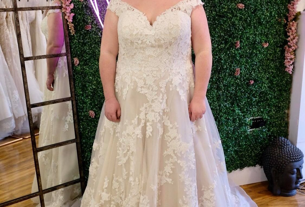 STELLA YORK WEDDING DRESS PLUS SIZE 28 WEDDING DRESS A-LINE