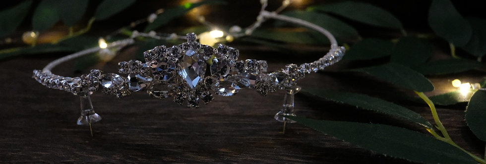 TRADITIONAL CRYSTAL TIARA