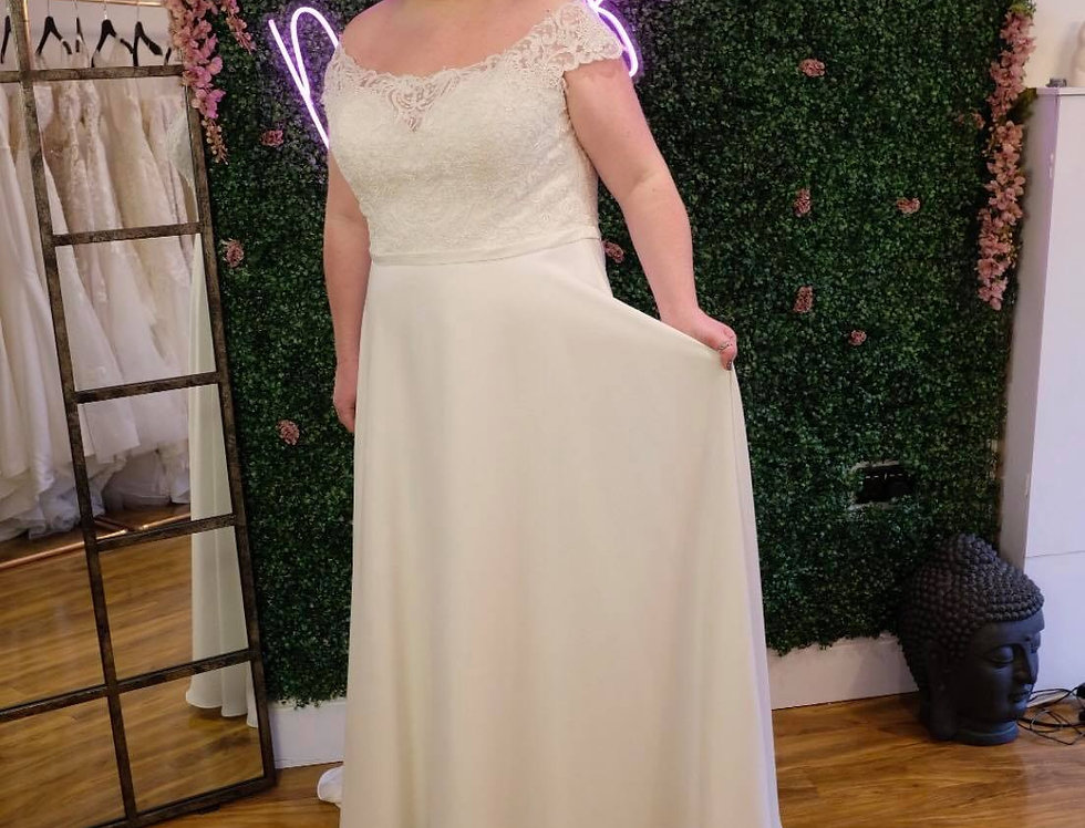 STELLA YORK- PLUS SIZE 24 WEDDING DRESS SHEATH