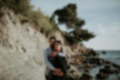 seance-grossesse-couple-bord-de-mer-cass