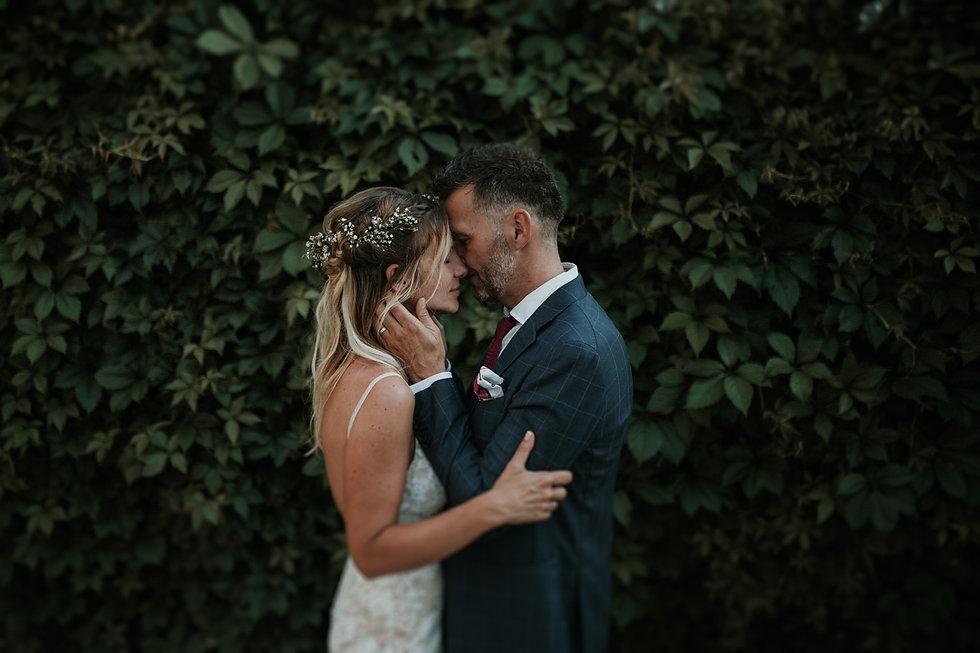 photographe et vidéaste mariage bohème dans le luberon à l'abbye saint eusèbe