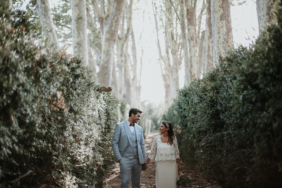 photographe et vidéaste mariage bohème romantique dans le var au chateau de la baratonne