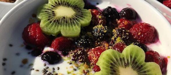 FROMAGE BLANC AUX GRAINES DE CHIA ET FRUITS