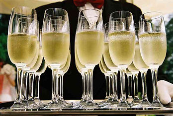 Champagner wird serviert