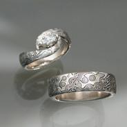 Yumi Wedding Ring Set