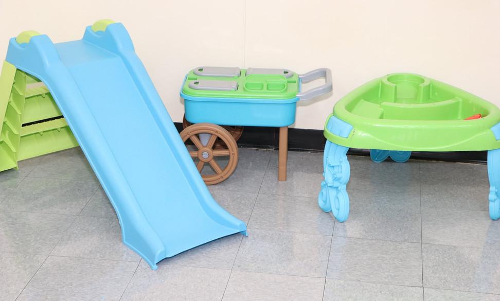 bluegreenslideandchairs.jpg