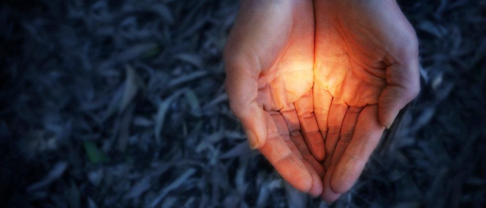 0e3539479_1407954817_hands-holding-light