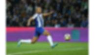 Argelia jogador com pernas na passadas2.