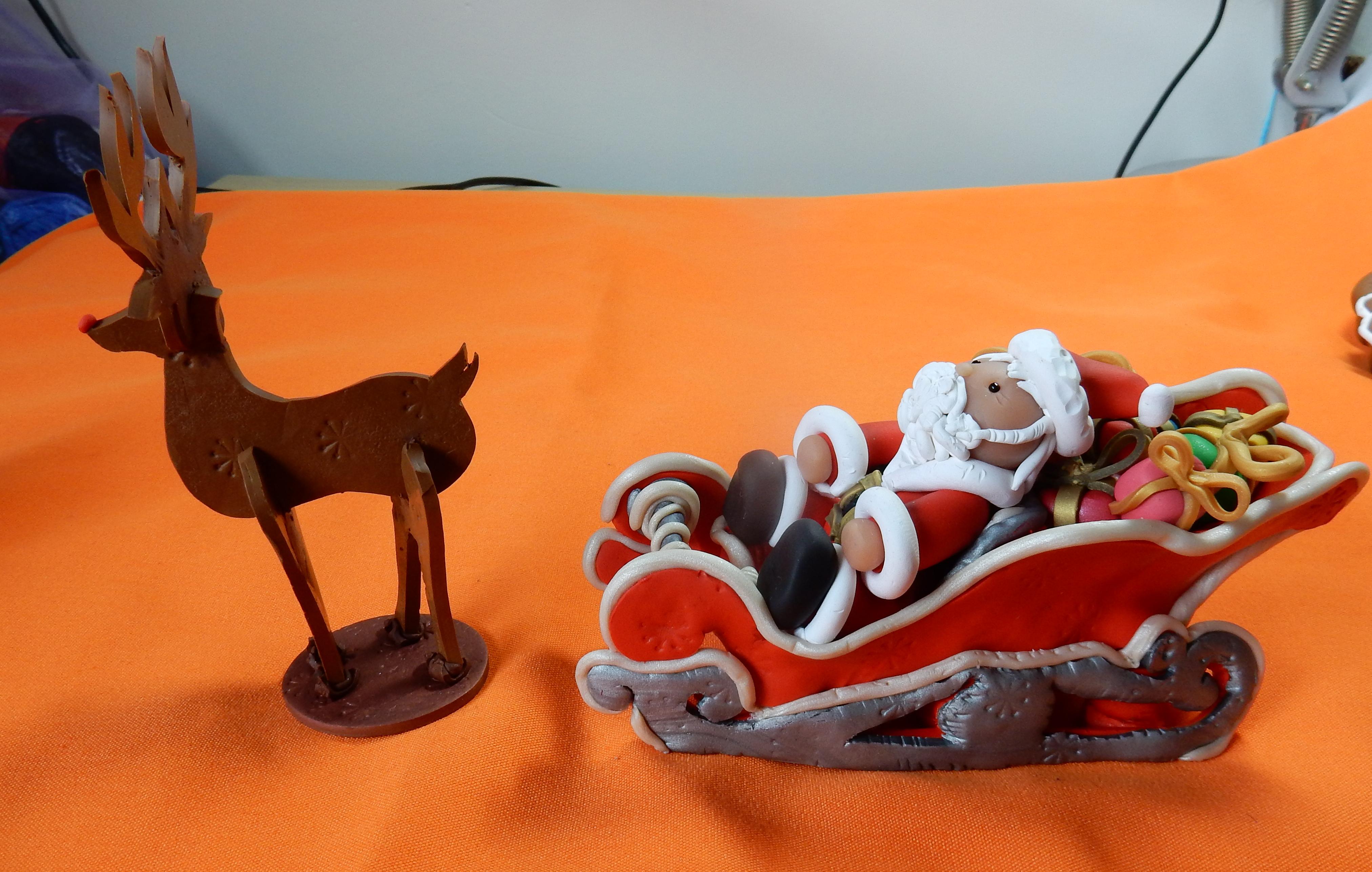 santa sliegh and reindeer