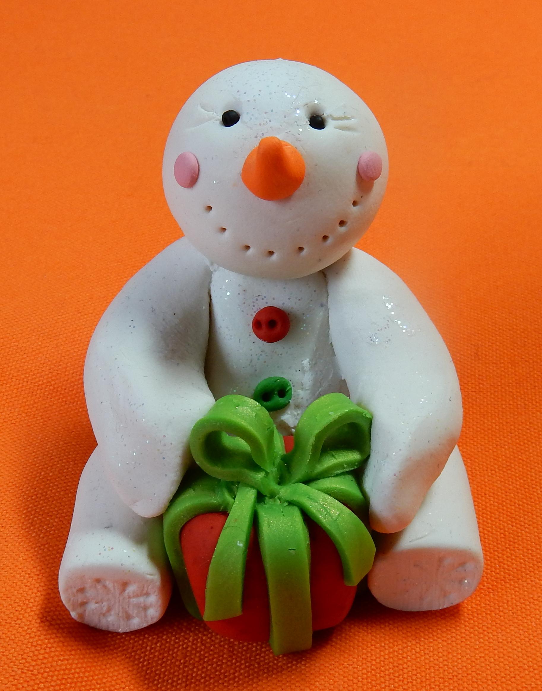 snowman red present green ribbon