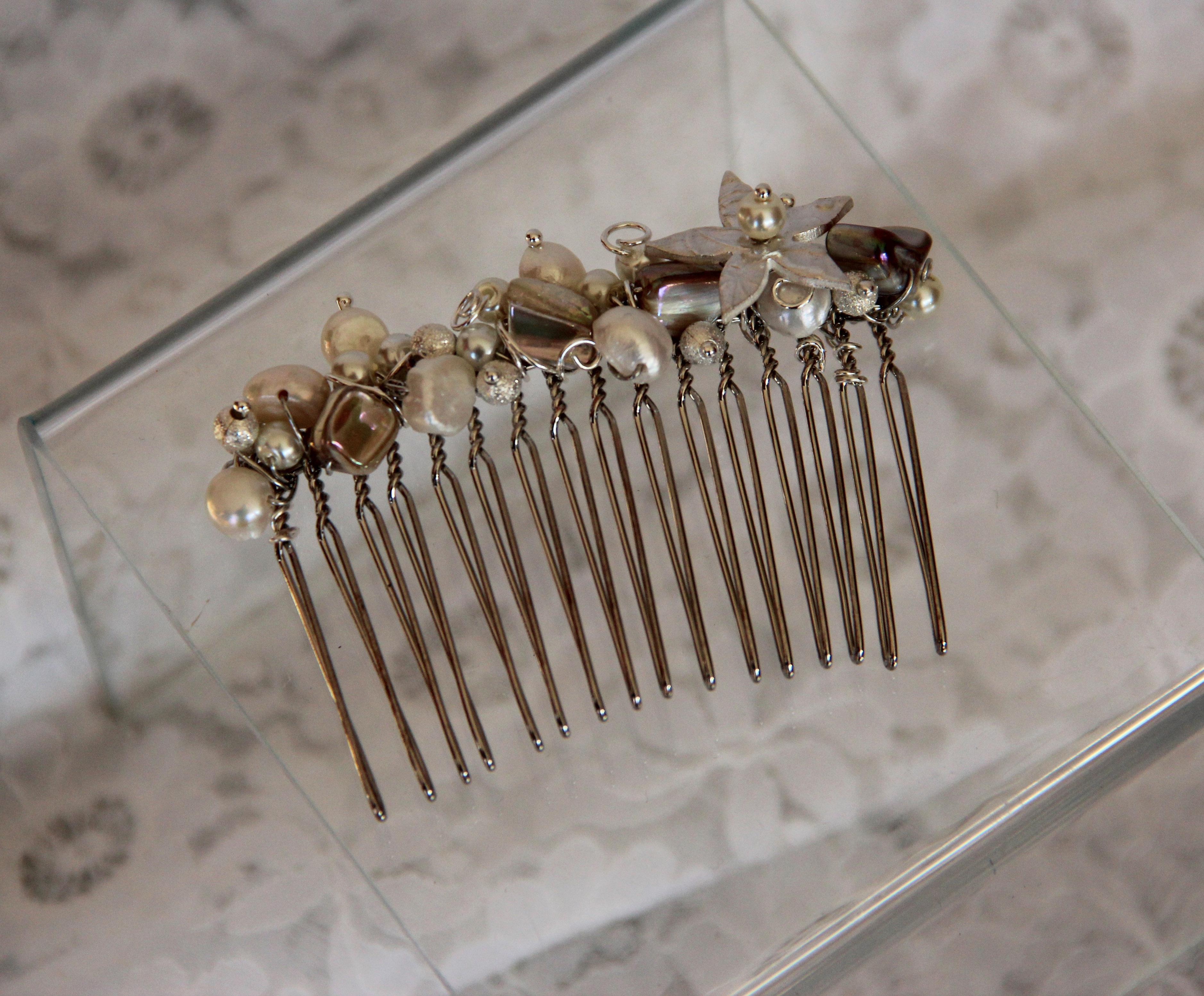 Cream Pearl comb