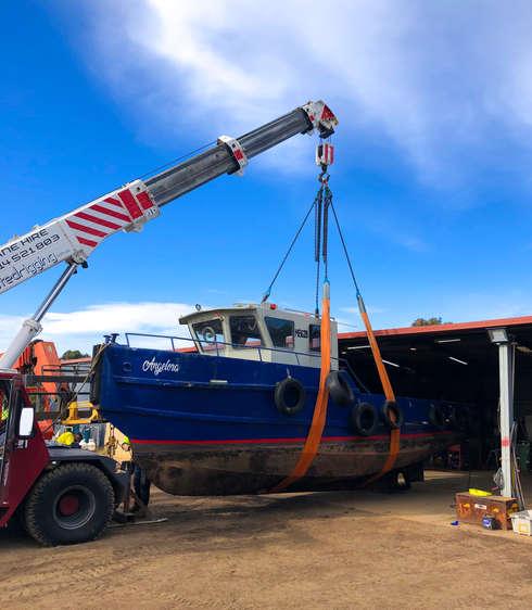 Associated Rigging Crane Hire - Boat lift