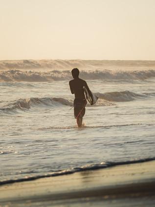 Surfing_El_Paredon_1.jpg