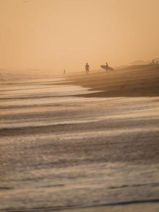 Surfing_El_Paredon_3.jpg