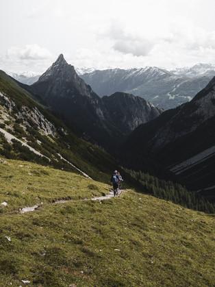 Hiking_E5_86.jpg